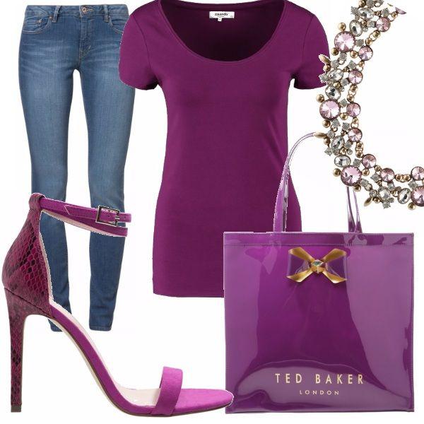 T-shirt e jeans possono essere una base eccezionale per qualsiasi ourtfit.. basta giocare con dei super accessori!! Lo scollo a barca può essere arricchito da uno scintillante girocollo, tacchi sexy per una linea iper femminile e una mini bag di un colore alla moda sono i vostri alleati invincibili!!