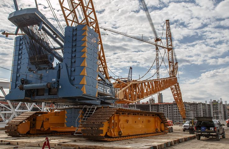 Check out the largest crawler crane currently operational
