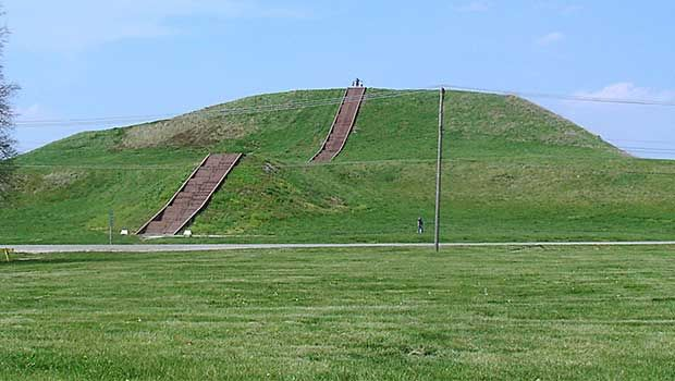 Very Large Mounds In Cahokia  #History