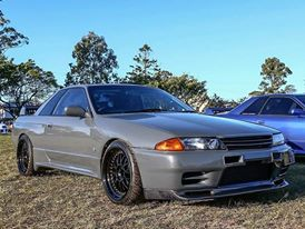 Customer Michael's car fitted with our KARBONETIC CARBON FIBRE FRONT GRILL - NISSAN SKYLINE BNR32 + front lip! #nissan #skyline #cars