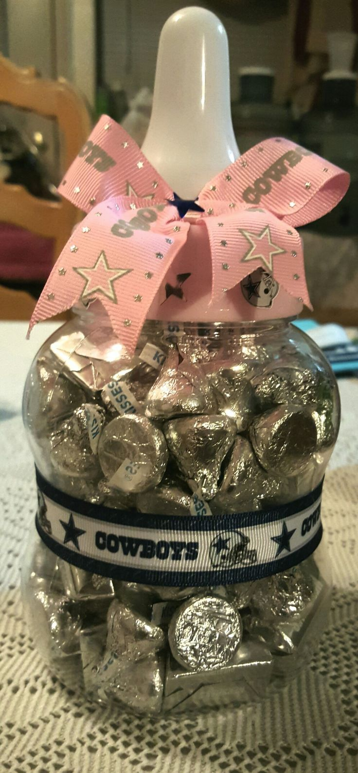 Cowboys baby shower games. Can you guess the number of candies in the bottle?