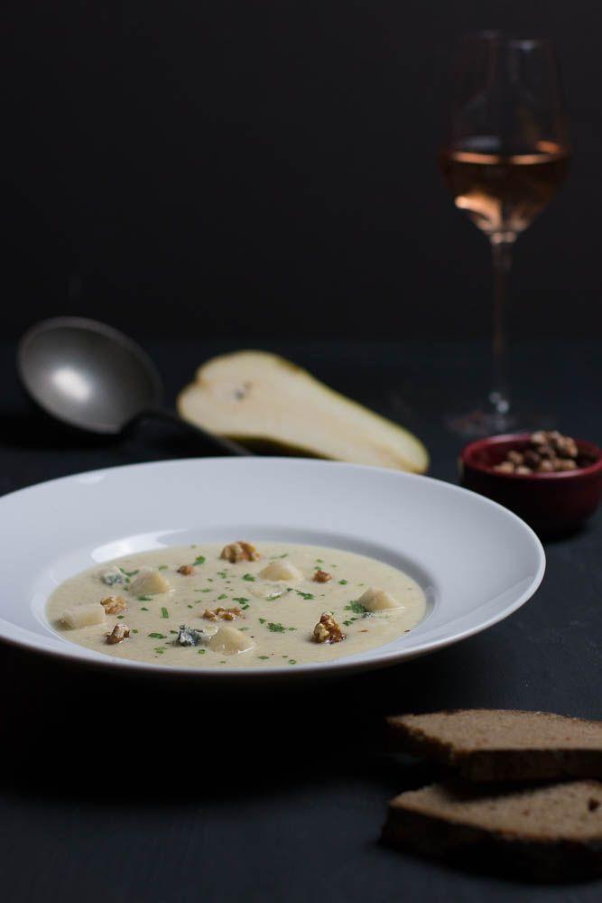 Blumenkohl-Birnen Suppe mit Gorgonzola und Walnuss