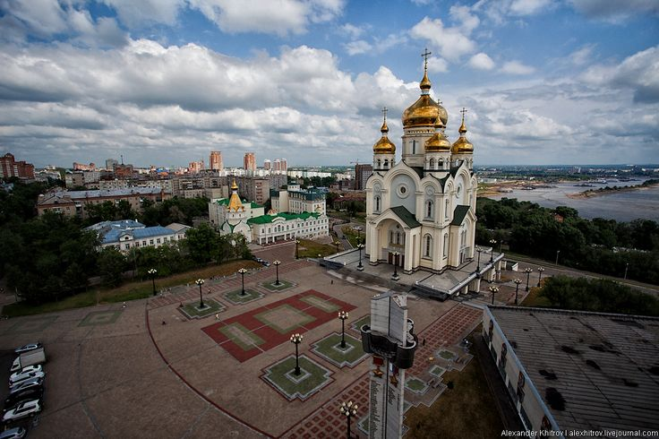 The Transfiguration Cathedral (Russian: Spaso-Preobazhensky sobor) on a steep bluff overlooking the Amur River in Khabarovsk stands 96 meters tall and is supposed to be the third tallest church in Russia after St. Isaac's Cathedral and the Cathedral of Christ the Saviour. Via Kenga Rex