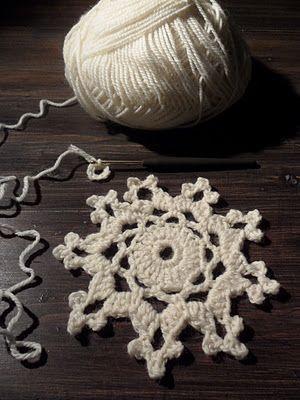 Lumihiutaleen virkkausohje: Lumihiutaleen Virkkausohj, Crochet Angel, Omakoppa Blogspot Com, Crochet Embellishments, Crochet Snowflakes, Tutorials Crochet, Virkattu Lumihiutale, Crochet Knits Ideas, Tähdet Ja