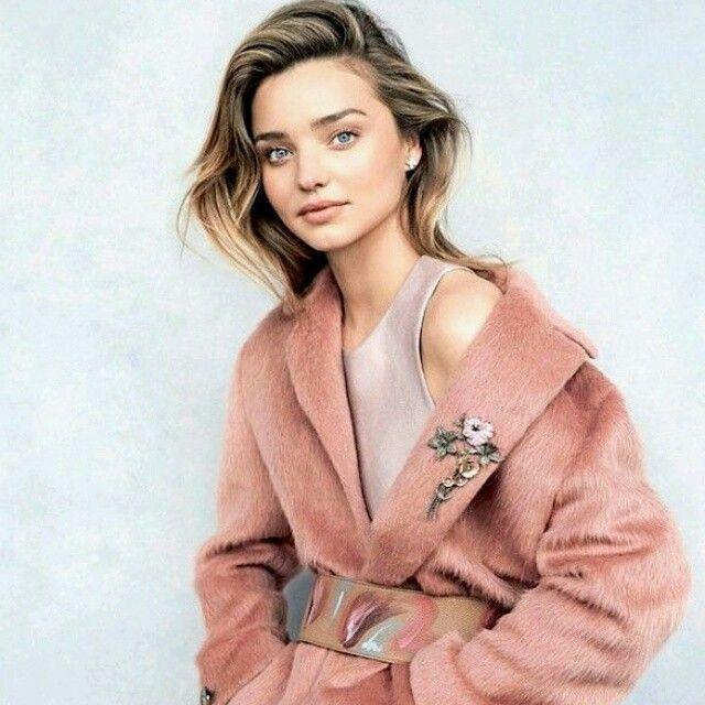 A szőrme kabátok igazán stílusosak a téli hidegben #mirandakerr  #fashion #winter #coat