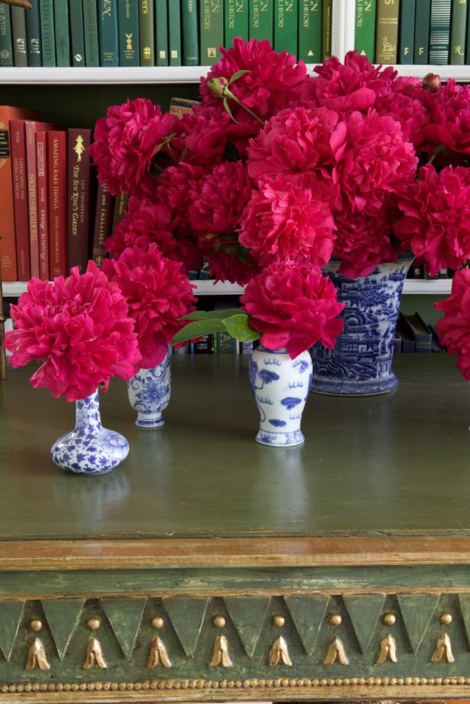 carolyne-roehm-at-home-in-the-garden-book-peonies-habituallychic-002