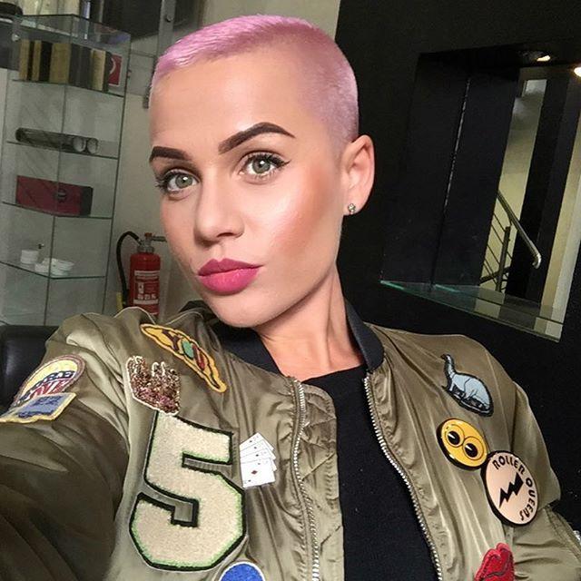 Pinkhair Ana Rosescu Leela Pinterest Bald Girl