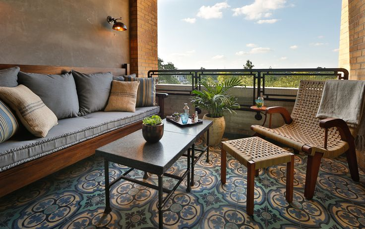 Picture of the terrace Hotel Emma's Terrace rooms. Pictured is a cozy seating arrangement with a view of the city.