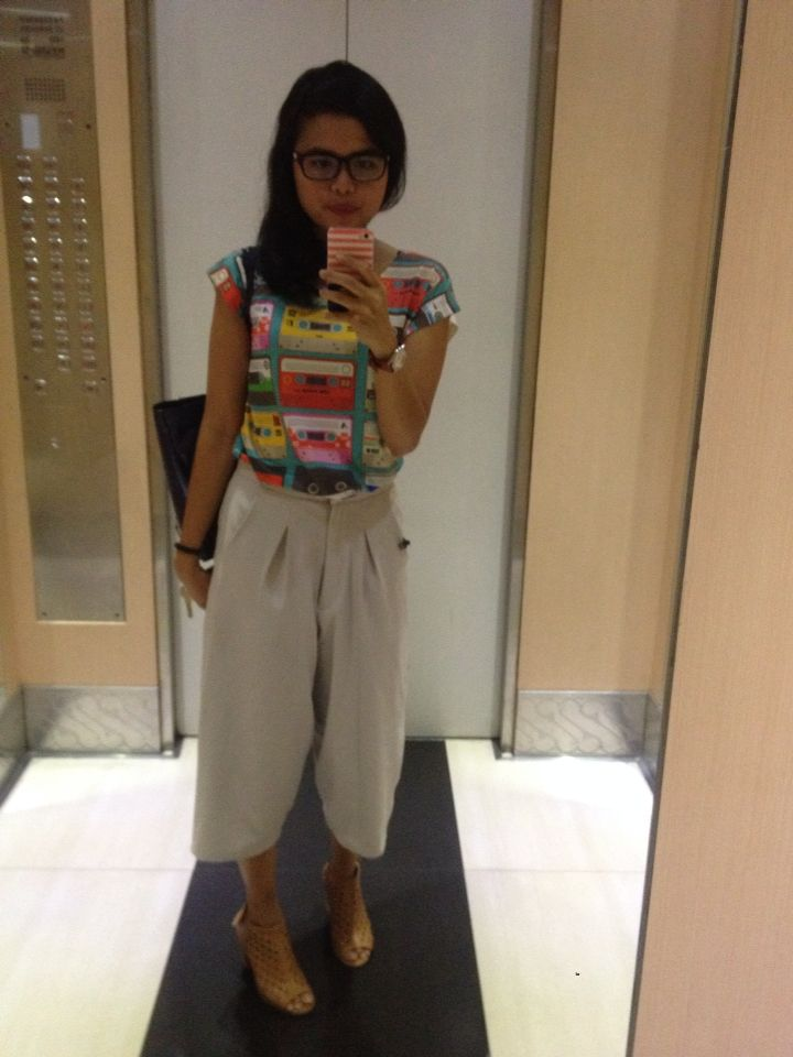 Cullote grey pants with casual shirt.