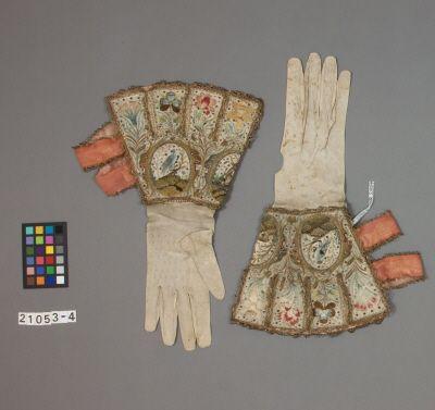 Swedish Armoury. Broderad Kraghandske vit, cirka 1610.