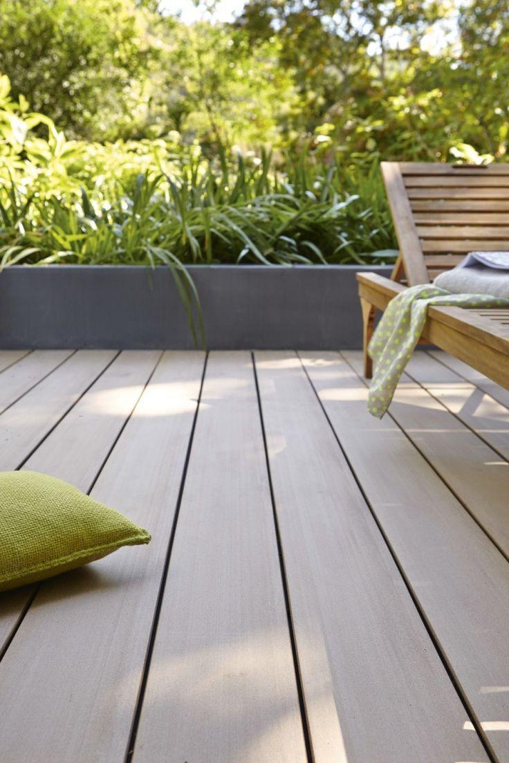 Planche En Bois Composite Lisse Brun Clair Pour La Terrasse Plancher Bois Idee Amenagement Terrasse Jardiniere Terrasse
