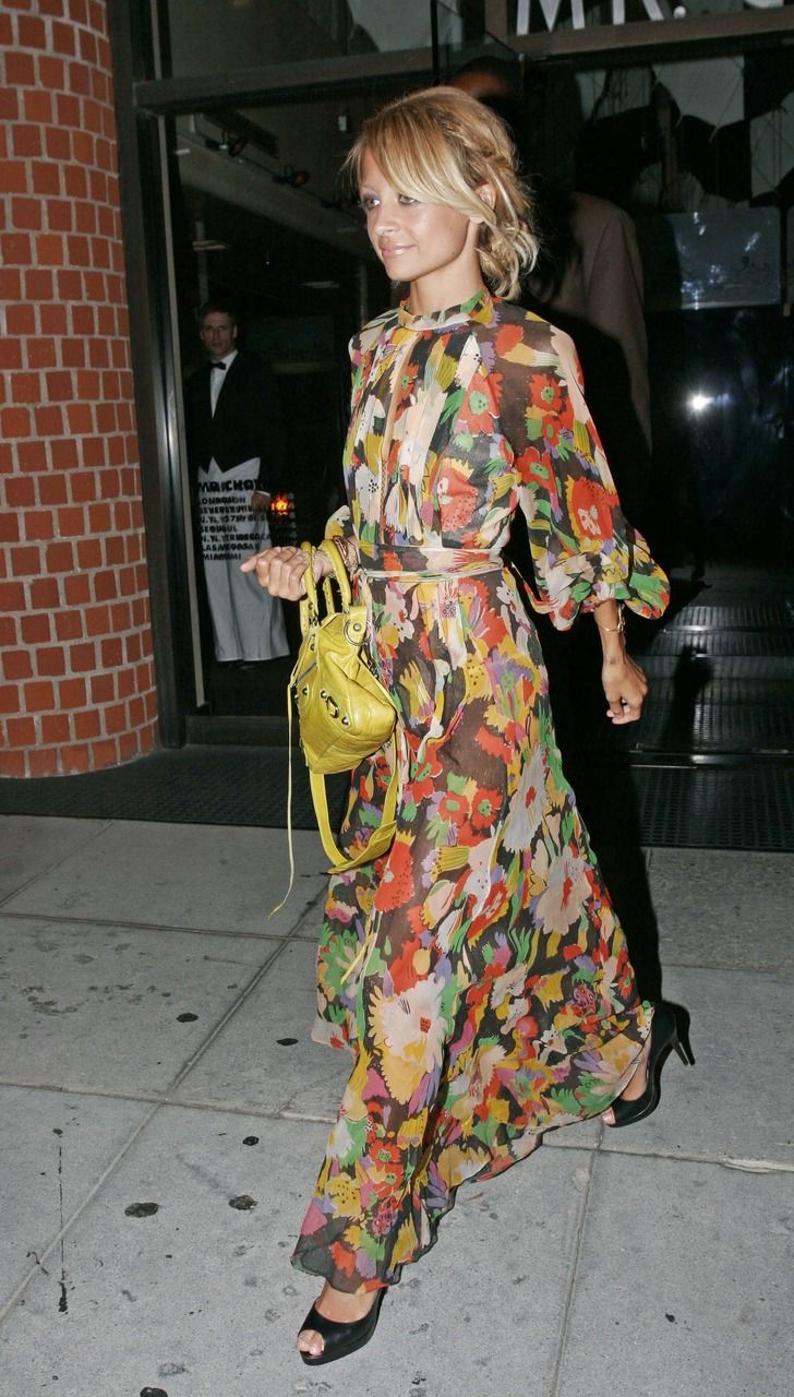 Nicole Richie carrying Balenciaga. Nicole Richie bag style