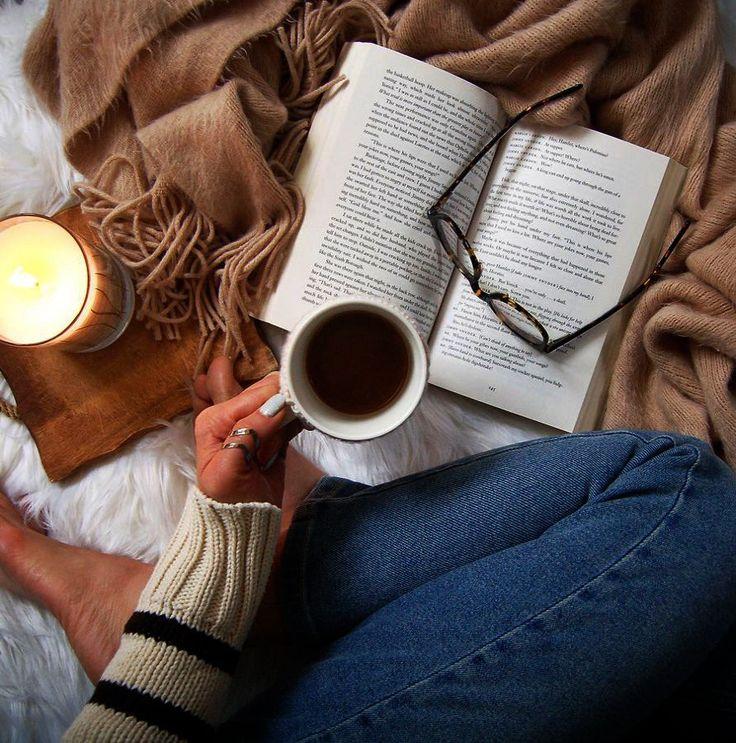 липницкая все фото с книгой и чаем тогда понял