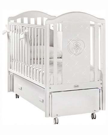 Feretti детская Mon Amour Swing Белая  — 47550р. --------------- Кровать-маятник Feretti Mon Amour Swing Белая- элегантный, функциональный и безопасный вариант кроватки для новорожденных. Боковая спинка кровати украшена аппликацией в виде двух мишек в сердце и драгоценными стразами. Передняя планка может опускаться для...