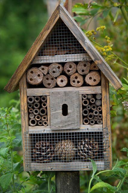 Insecten hotel voor in je tuin.