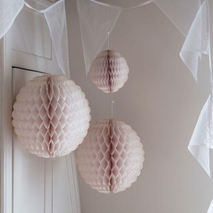 Honeycomb Paper Balls - Scallop Edge