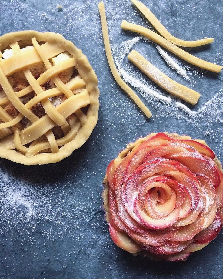 Mini apple pies #tartajablkowa #applepie #pie #gastronomy #tarta #jablka #beautifulcuisines #gloobyfood #f52grams #feedfeed #foodstagram #tv_foodlovers #infinity_foodlover #foodieflatlays @foodieflatlays #eattheworld #vzcomade #domowewypieki #thekitchn #tv_stilllife #tv_living #tv_lifestyle #foodphotography #foodstyling #apples #vscofood #foodporn #chefs_battle_show #foodgasm #lifeandthyme #culinaryarts