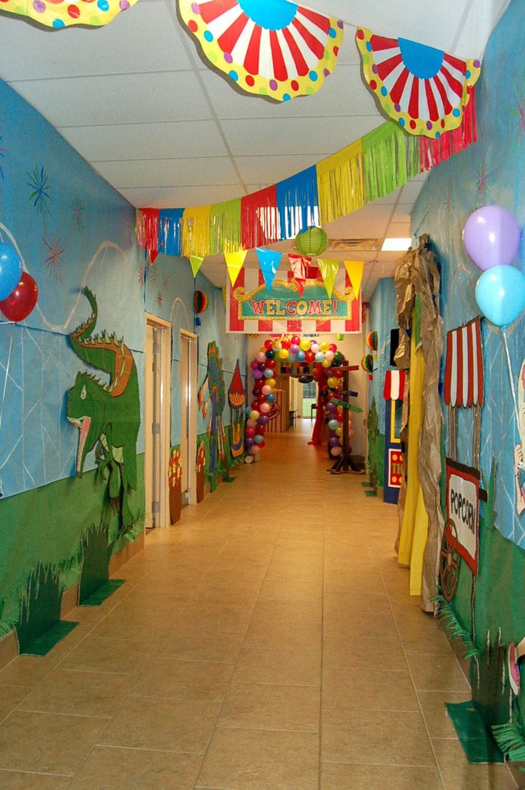 Great hallway ideas. This is what an elementary school should look like.