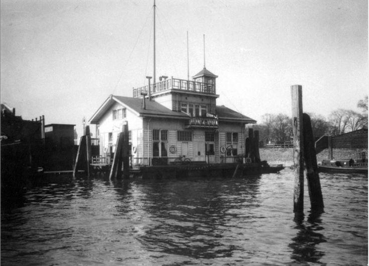 Het drijvend bureau van de rivierpolitie aan de Parkkadeofhaven 1922 GAR Fototechnische Dienst Rotterdam
