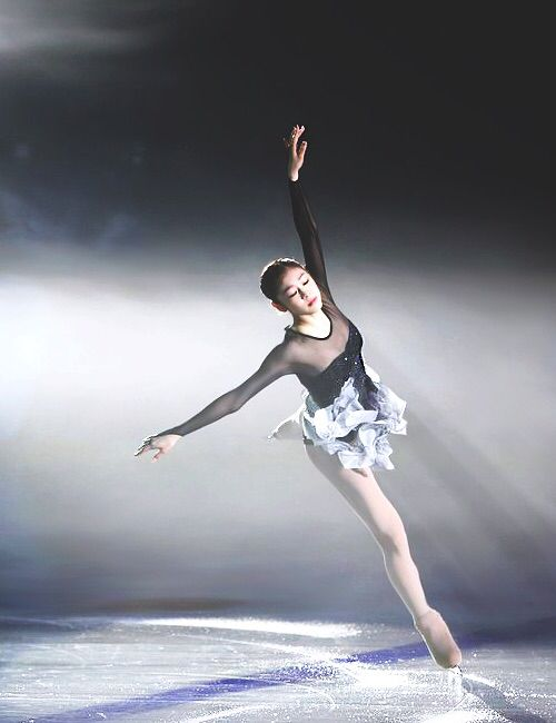 What I like: I really like how the skater (Kim Yuna) is receiving all the spotlight and everything else is dark. It shows the elegance and beauty; it clearly shows who she is, the queen of iceskating.  Where we could use this: we could use this when writing sports article; instead of showing a picture of someone smiling with a medal, it would be better to take a snap of that person's moments, and make everything else dark so that people could see that person on the spotlight. (Kyuree Kim)