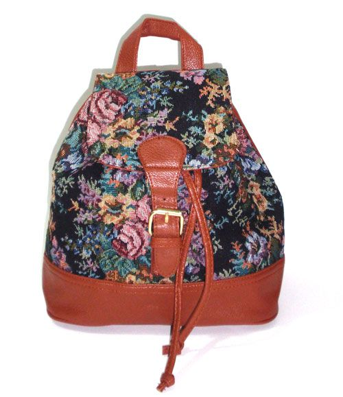 Vintage flower backpack with inside cord and a magnete._fashion woman accessories.