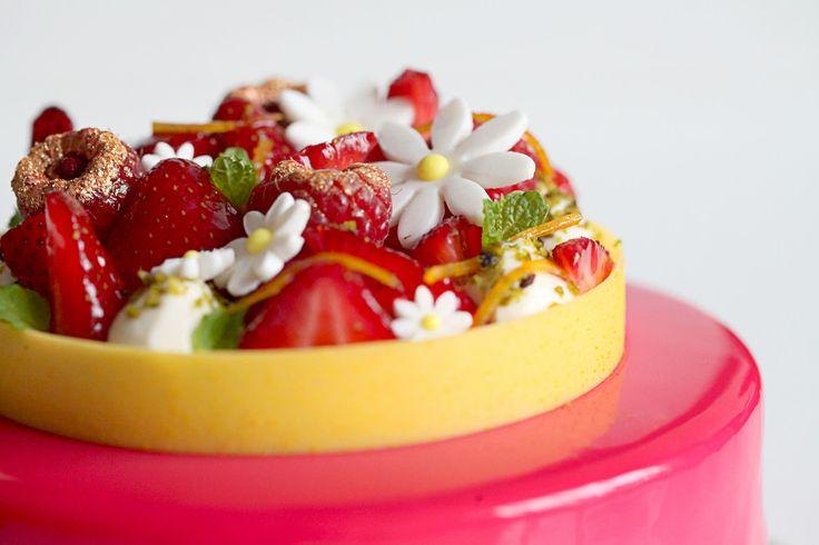 Entremet Verveine-Orgeat, Fleur d'Oranger et Fraise | Natalie Eng | Pâtisserie & Food Photography