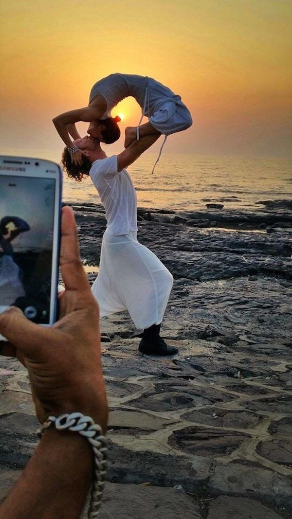 Mumbai Beach, India This Creative Couple Got Married In 38 Different Places Around The World • Page 3 of 6 • BoredBug