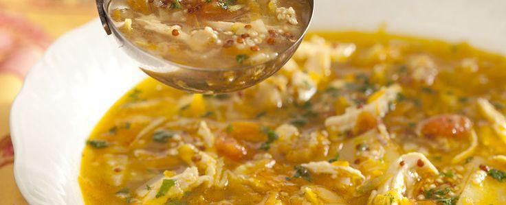 Sopa de galinha, tomate, cenoura, abobrinha, batata, quinoa com MAGGI® Caldo de Galinha!!!  :)