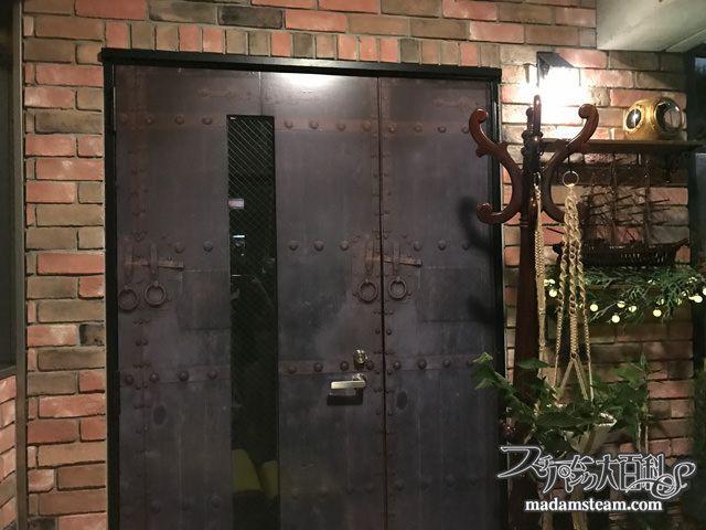 だまし絵シールで扉が大変身 トロンプルイユステッカーでdiy ドア