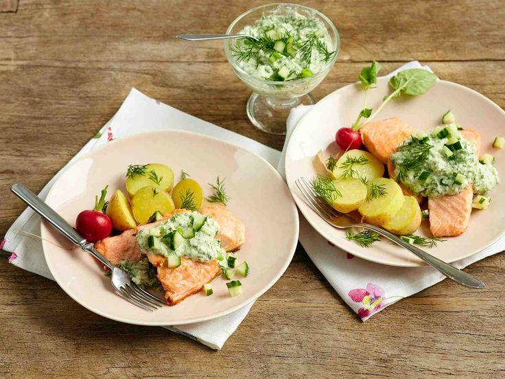 Lohesta saat aterian parissa kymmenessä minuutissa. Pane perunat kiehumaan ja valmista tahna ja grillaa lohi perunoiden kiehuessa.