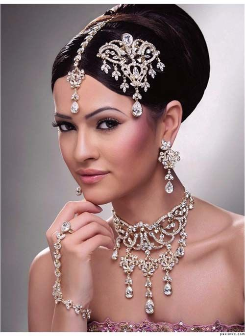 Indian bridal jewelry and hair