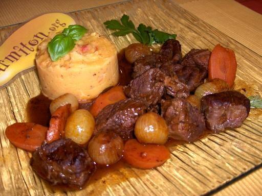 romarin, poivre, vin rouge, vinaigre balsamique, concentré de tomate, oignon, huile d'olive, boeuf, marsala, sel, carotte, bouillon
