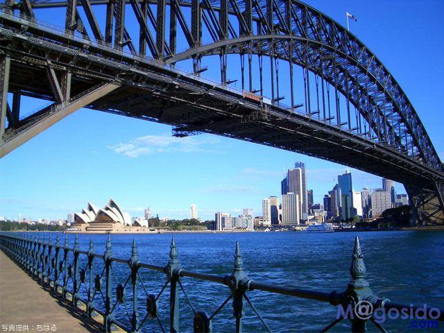 ハーバーブリッジはオペラハウスと並んで一番の絵になる風景。シドニー旅行の観光見所。