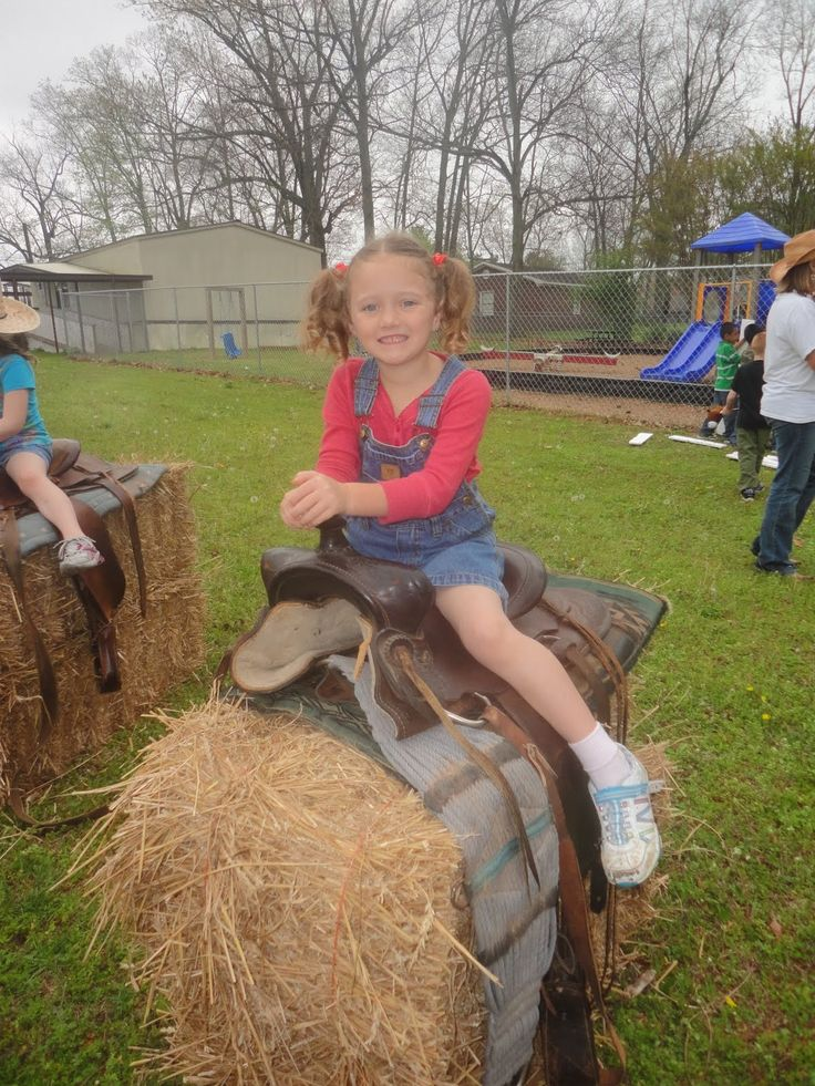 Welcome to Farm Day 2011!  It's hard to believe this is our 10th Farm Day! Where does the time go? I started Farm Day in my classroom year...