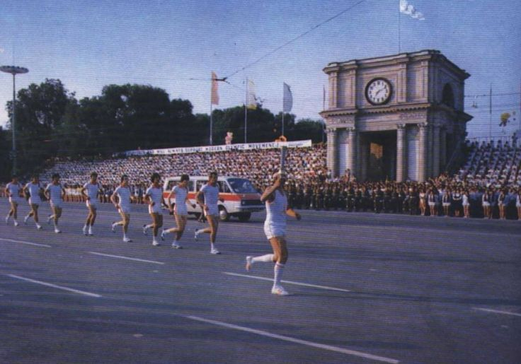 Ровно 37 лет назад. Олимпийский факел в Молдове  Источник: Кишиневъ