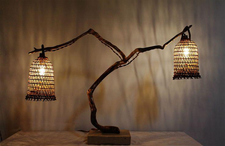 """""""Il Baiulo"""" - Lampada artigianale in legno di mare con base in pietra leccese sagomata a scalpello. Paralumi realizzati artigianalmente in fibra di giunco intrecciata."""