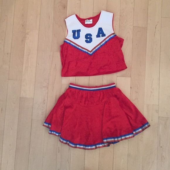 Girls Cheerleader costume  Great condition!! My daughter was able to wear this for two Halloweens, as the skirt stretches and the top isn't too tight  California costume collections Other