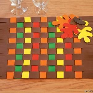 Keeping kids busy while you entertain guests and prepare dinner. Crafts for Kids Placemat