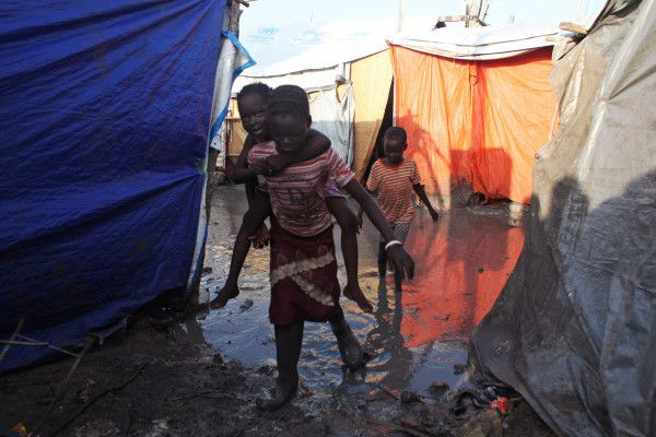 PHOTO: Refugee kids in UN base in Malakal, Upper Nile State of #SouthSudan May 30. #SouthSudanCivilWar