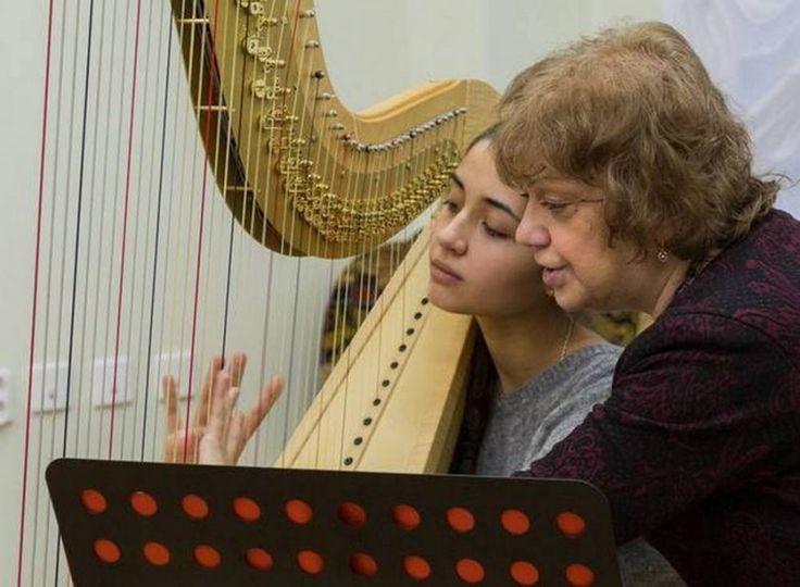 """""""Летняя школа в Гнесинке"""" проведет недельный интенсив для молодых музыкантов Подробнее: http://www.m24.ru/articles/113311?utm_source=CopyBuf"""