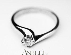 Anello Solitario Economico modello Valentino con Diamante 0,32 Carati H-VS2 http://www.anelli.it/it/anelli-solitario/solitario-valentino-0-32-carati-h-color-vs2.html