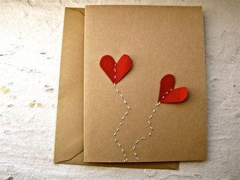 紙で作ったハートと、刺繍を合わせてみてはどうでしょう? ふわふわと浮かぶようなハートが、気持ちを届けてくれそう です。