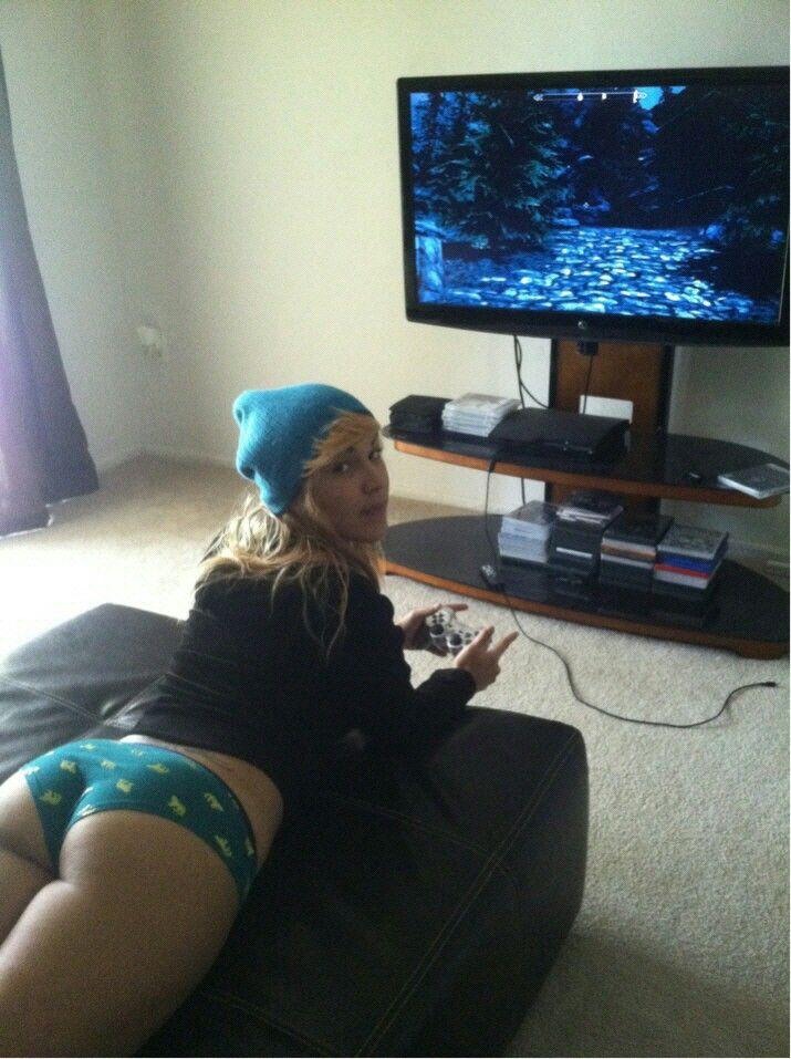 gamer girl booty
