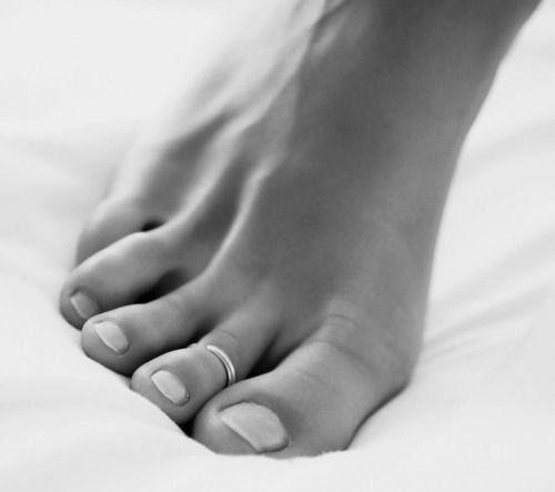 Fine Silver Toe Ring, Knuckle Ring, Adjustable Size, Foot... https://www.amazon.com/dp/B01N52FASU/ref=cm_sw_r_pi_dp_x_88nuyb32KJRXP