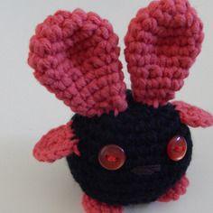 Amigurumi lapin rouge et noir
