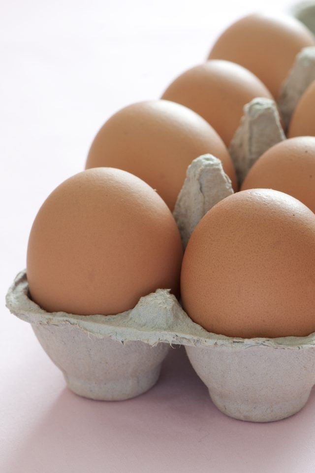 how to cook boiled eggs without the shell sticking