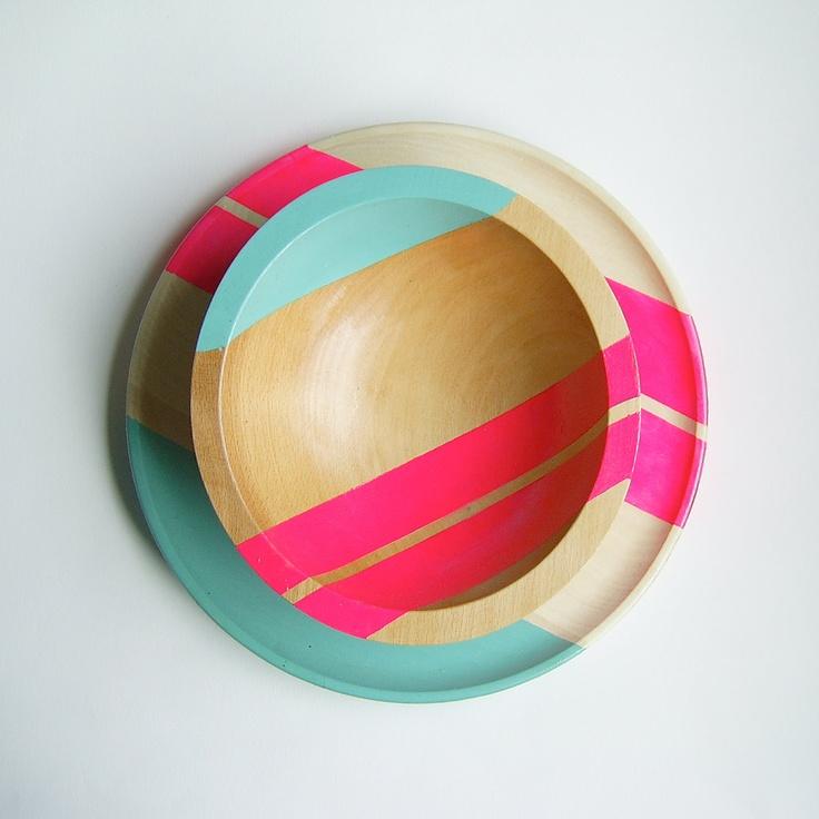 """Modern Neon Hardwood 10"""" Dinner Plate, Pink // Dit bracht me op een idee: stapelbare borden en/of kommen zo verven dat per set van 2 telkens 1 streep of tekening doorloopt."""