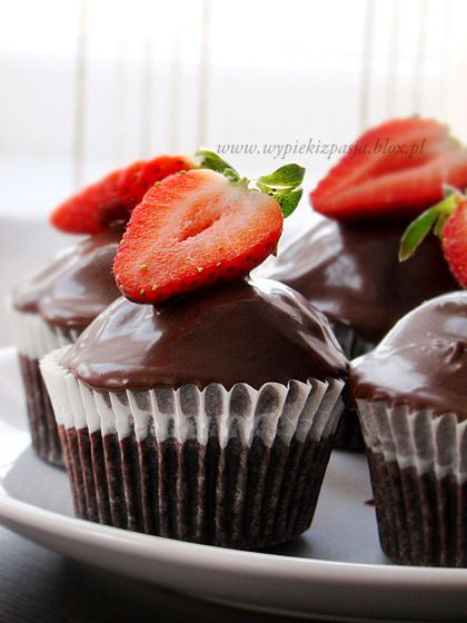 czekoladowe muffiny z polewą czekoladową