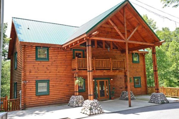 17 best images about swimming in the smokies cabin on for Cabins near downtown gatlinburg
