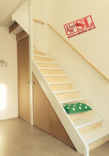 Opentrap dichtgemaakt d.m.v. underlayment en trapkast van MDF.